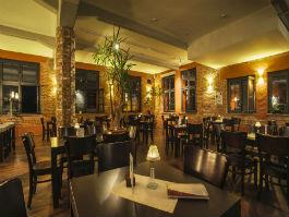 Maja Café / Bar